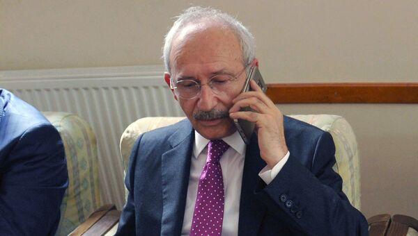 Лидер оппозиционной Народно-республиканской партии Турции Кемаль Кылычдароглу после обстрела его автомобиля в провинции Артвин. 25 августа 2016