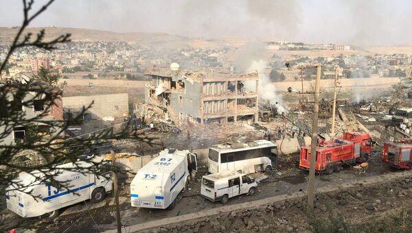 На месте взрыва в городе Джизре на на юго-востоке Турции. 26 августа 2016