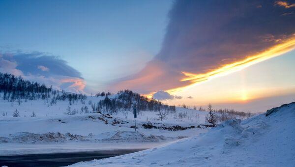 Закат на трассе Иркутск - МРС у озера Байкал