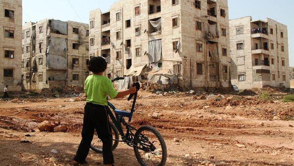 Дети из семей беженцев в Алеппо близь зоны боевых действий