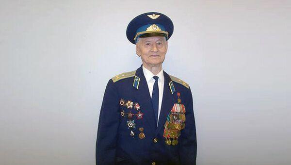 Герой Советского Союза, летчик-штурмовик Степан Борозенец. Архивное фото