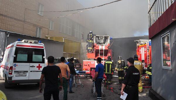 Пожар на складе на Алтуфьевском шоссе. Архивное фото