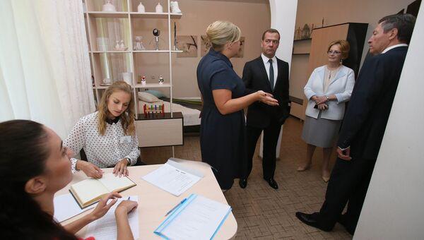 Председатель правительства РФ Дмитрий Медведев во время поездки в Липецк. Архивное фото