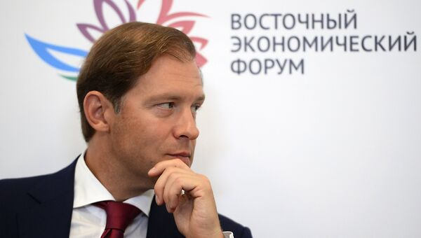 Министр промышленности и торговли РФ Денис Мантуров на Восточном экономическом форуме во Владивостоке