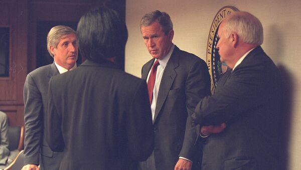 Фото совещания в Белом доме после теракта 11 сентября, опубликованное Национальным архивом США