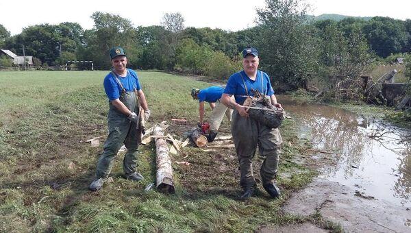 Спасатели помогают жителям Приморья. Архивное фото