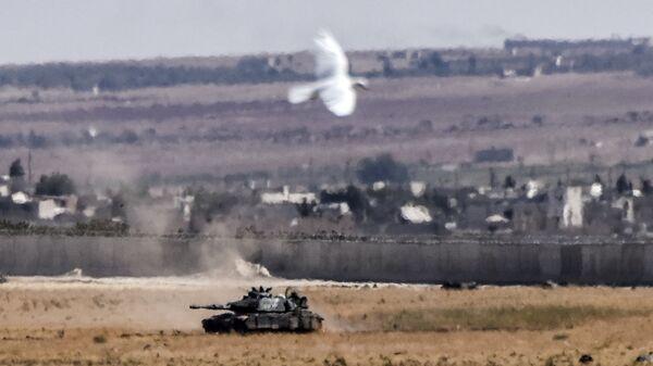 Турецкая бронетехника на границе с Сирией. 4 сентября 2016 года