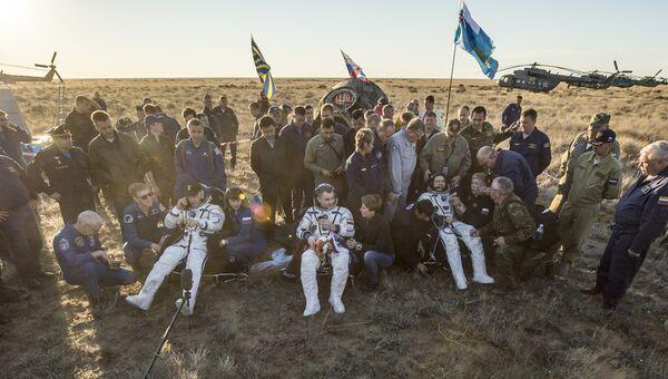 Экипаж пилотируемого корабля Союз ТМА-20М  после приземления в Казахстане. 7 сентября 2016