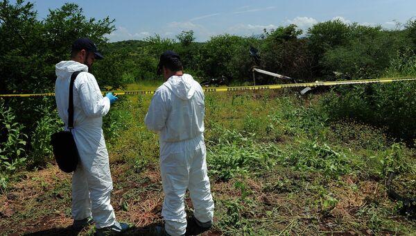 Место крушения полицейского вертолета сбитого бандитами в Мексике