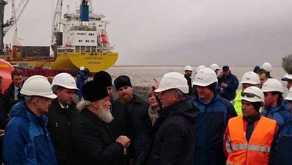 Патриарх Кирилл в порту Сабетта, который строится в рамках проекта «Ямал СПГ»