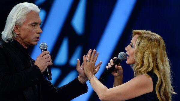 Певцы Дмитрий Хворостовский и Лара Фабиан выступают на Международном конкурсе молодых исполнителей популярной музыки Новая Волна 2016 в Сочи