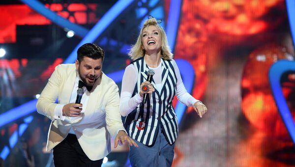 Певцы Лайма Вайкуле и Интарс Бусулис выступают в третий день Международного конкурса молодых исполнителей популярной музыки Новая Волна 2016 в Сочи