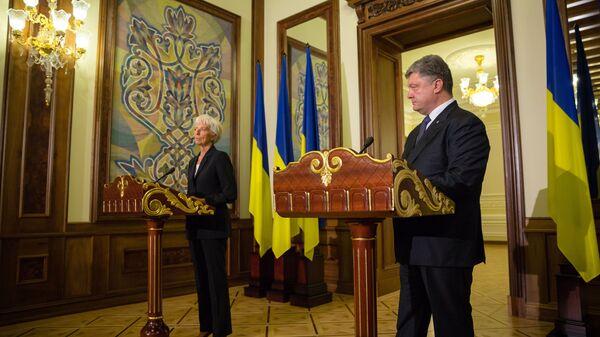 Президент Украины Петр Порошенко на пресс-конференции по итогам переговоров с Кристин Лагард в Киеве