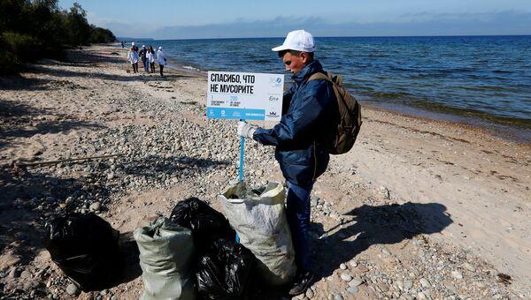 Ежегодная экологическая акция по сбору мусора на берегу Байкала