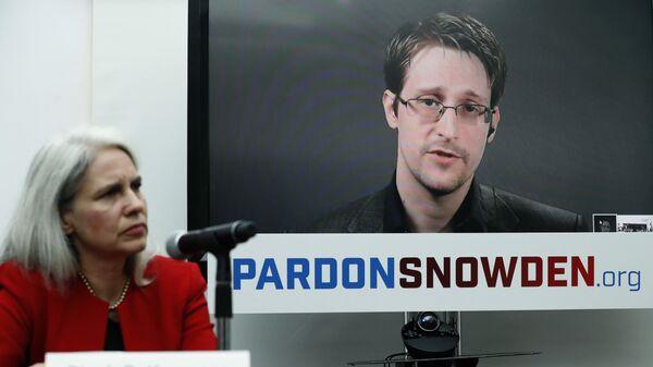 Экс-сотрудник американских спецслужб Эдвард Сноуден во время интерактивной видеоконференции. 14 сентября 2016
