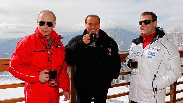 Владимир Путин, Сильвио Берлускони и Дмитрий Медведев на горнолыжном курорте Красная Поляна