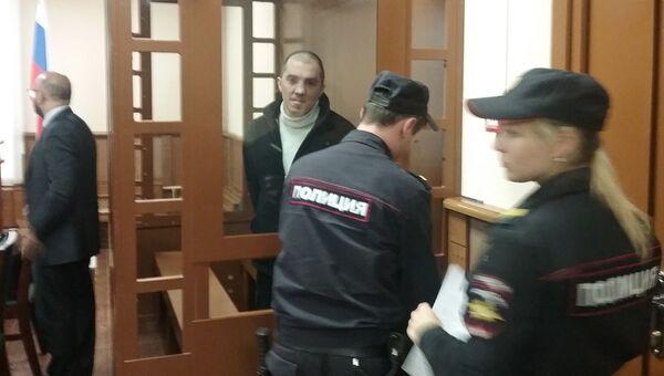 Сын актрисы Александры Завьяловой, обвиняемый в ее убийстве, в Выборгском районном суде Санкт-Петербурга. 21 сентября 2016