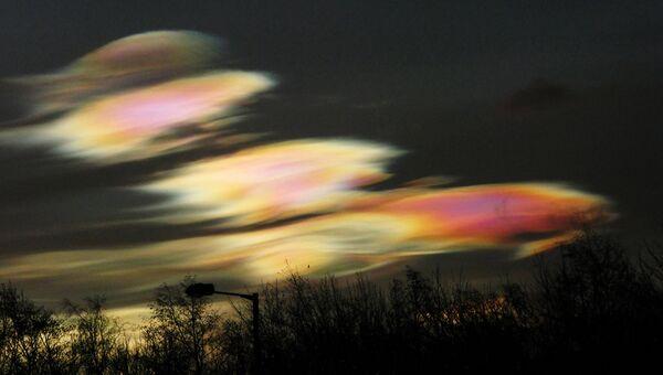 Финалист конкурса Фотограф погодных явлений-2016. Alan Tough - Polar Stratospheric Clouds