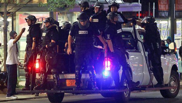 Полицейские во время акции протеста в городе Шарлотт, штат Северная Каролина, США. 25 сентября 2016