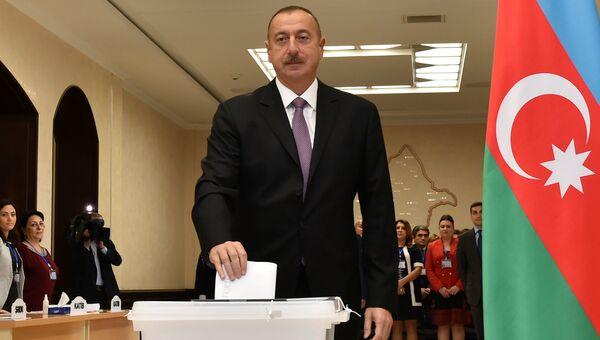 Президент Азербайджана Ильхам Алиев во время референдума по изменениям в конституцию Азербайджана. 26 сентября 2016 года
