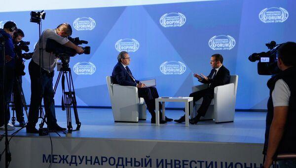 Премьер-министр РФ Д. Медведев дал интервью Первому каналу