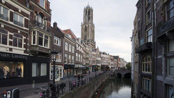 Старый канал Аудеграхт (Oudegracht) в Утрехте. Архивное фото