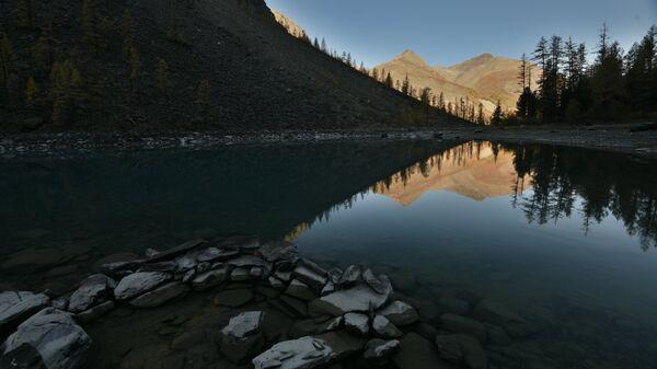 Горное озеро в Республике Алтай
