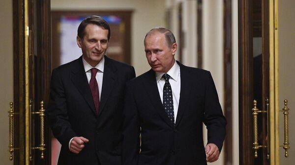Президент РФ Владимир Путин и директор Службы внешней разведки РФ Сергей Нарышкин