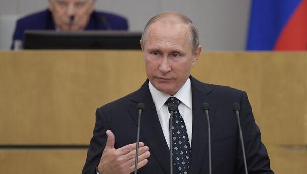 Президент РФ Владимир Путин выступает на первом заседании Государственной Думы РФ нового созыва. 5 октября 2016