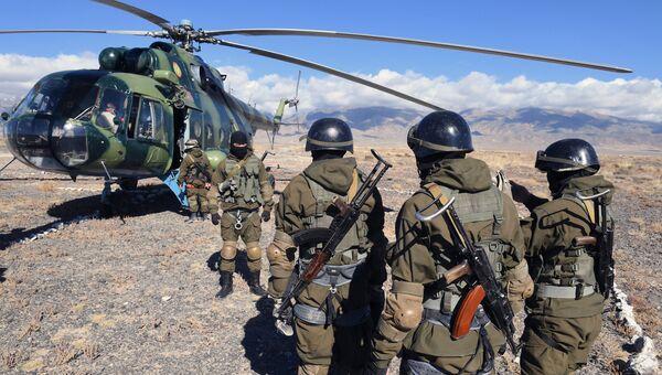Бойцы спецназа Национальной гвардии Киргизской Республики во время учений стран ОДКБ Рубеж-2016