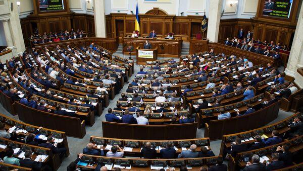 Президент Украины Петр Порошенко выступает на открытии пятой сессии Верховной рады Украины VIII созыва в Киеве. Архивное фото