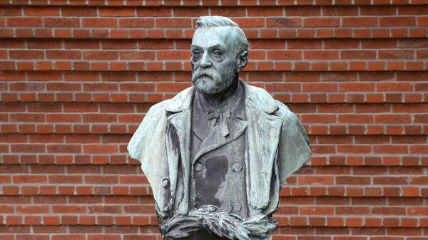 Статуя Альфреда Нобеля в Стокгольме, Швеция