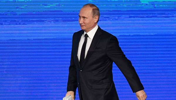 Президент РФ Владимир Путин принимает участие в инвестиционном форуме ВТБ Капитал Россия зовет!