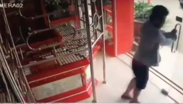 Грабителя-неудачника сняли на видео