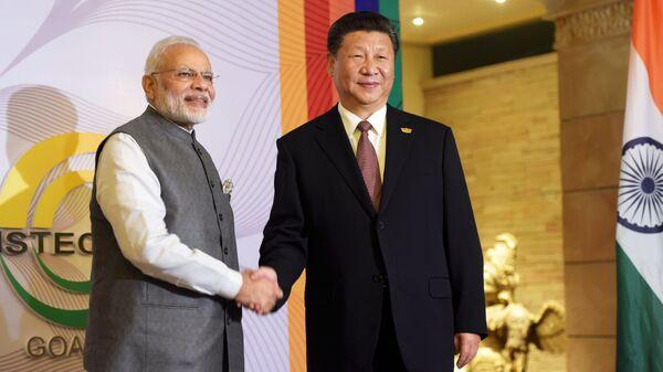 Премьер-министр Индии Нарендра Моди и председатель КНР Си Цзиньпин