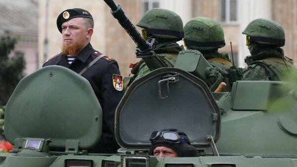 Боец народного ополчения ДНР Арсений Павлов во время репетиции военного парада в Донецке. Архивное фото