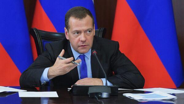 Председатель правительства РФ Дмитрий Медведев проводит заседание правительственной комиссии по вопросам социально-экономического развития Северо-Кавказского федерального округа