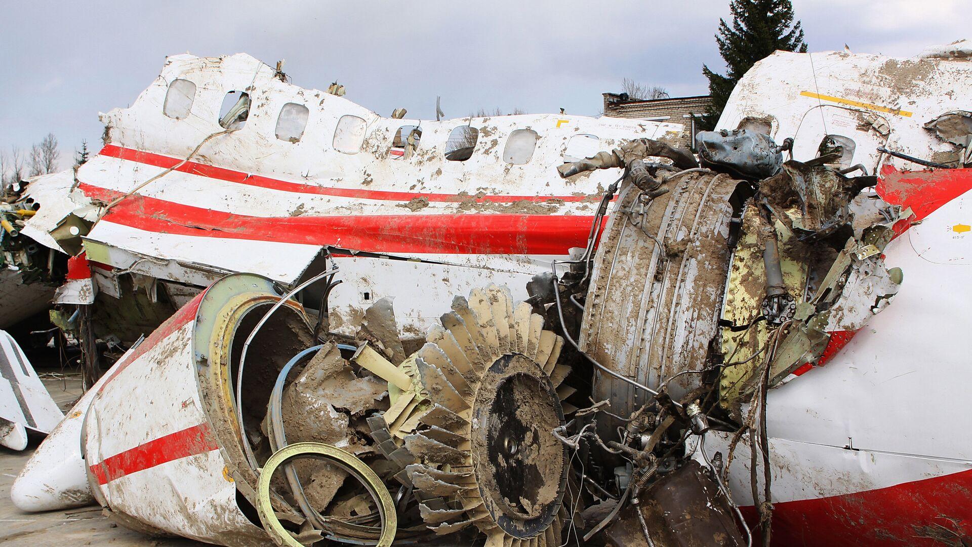 Обломки польского правительственного самолета Ту-154 на охраняемой площадке аэродрома в Смоленске - РИА Новости, 1920, 17.09.2020