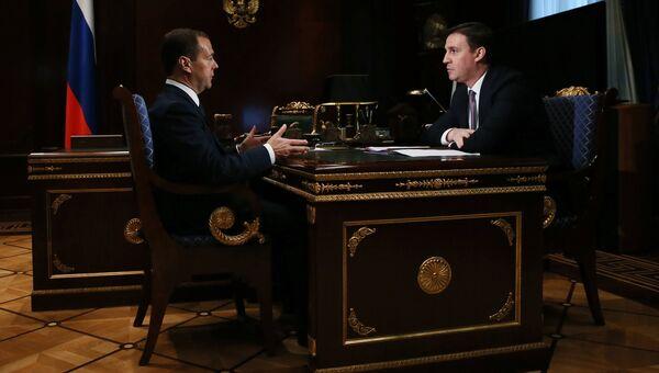 Председатель правительства РФ Дмитрий Медведев и председатель правления Россельхозбанка Дмитрий Патрушев. 25 октября 2016