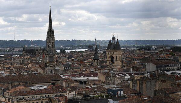 Вид на город с башни Пэ-Берлан, колокольни кафедрального собора Сент-Андре (святого Андрея) в Бордо