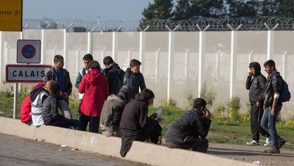 Беженцы в лагере Джунгли в Кале во Франции. Архивное фото