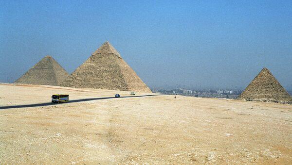 Пирамиды в Гизе. Архив