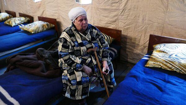 Женщина в пункте для оказания первой медицинской помощи, пострадавших в результате обстрела жилого дома украинскими силовиками в Макеевке. 28 октября 2016