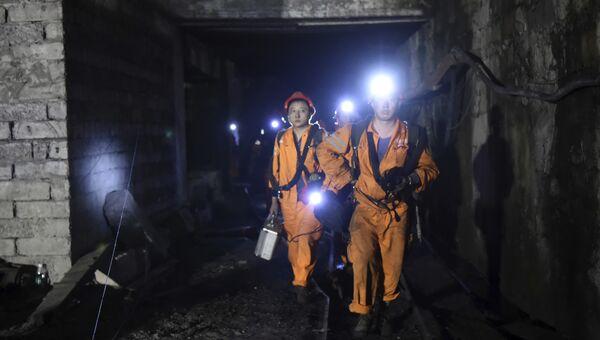 Спасатели на угольной шахте в Китае