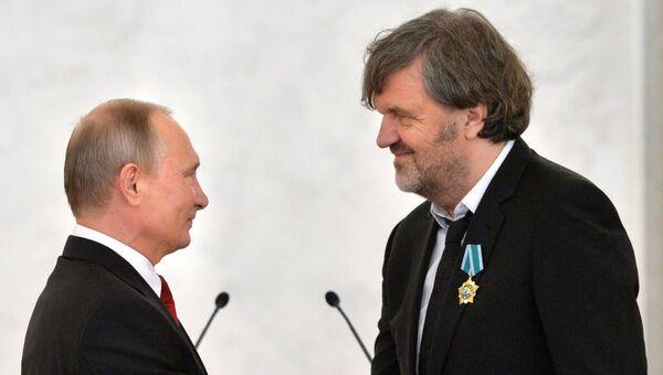 Президент РФ В. Путин вручил государственные награды России иностранным гражданам в честь Дня народного единства