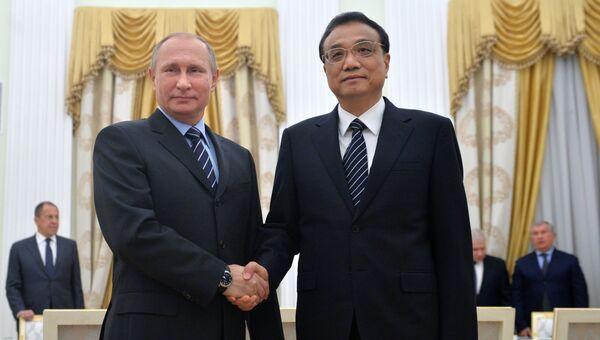 Президент РФ Владимир Путин встретился с премьером Госсовета КНР Ли Кэцяном. 8 ноября 2016