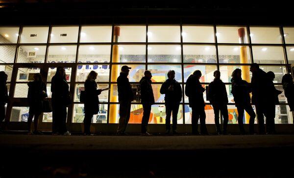 Очередь перед избирательным участком в Нью-Йорке