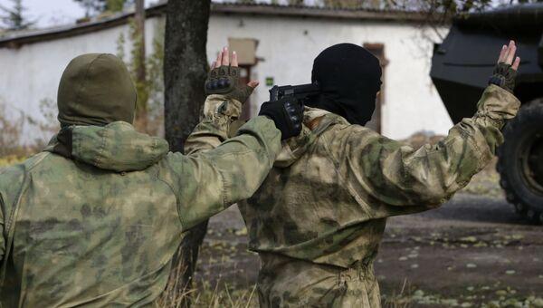 Сотрудники спецслужб в Крыму. Архивное фото