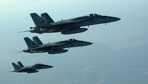 Американские самолеты  F-18E. Архивное фото