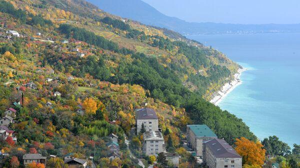 Побережье Черного моря в городе Гагра в Абхазии